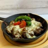 夏野菜と牛タンの焼きチーズカレー