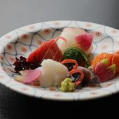 京都を中心に近郊の旬の食材を厳選。香り高い宇治茶も逸品揃い