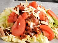 『鶏ちゃん焼き&トッピング』※一例。完熟トマト+チーズ
