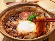 八丁味噌の酸味と三河みりんの甘味が絶妙。まずは出汁を楽しんでから麺、次に卵をくずして食べてください。