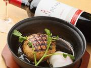 地鶏岡崎おうはんのジューシーな肉の味を、照り焼きのタレでおうはんの温泉卵とともに。