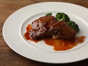 シェフの技がキラリと光る『本日のお肉のステーキ』