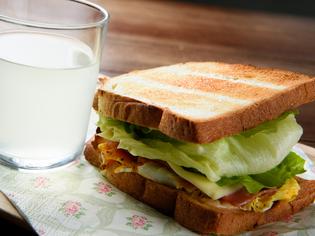 新鮮野菜を使った『M's サンドイッチ』