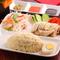 3種類のお好きなソースをかけていただく『海南鶏飯』