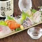 市場で毎日、活き活きとした獲れたての魚を仕入れて使用。ピチピチして新鮮な魚の旨味とほどよい歯ごたえが、口の中で跳ねるように広がります。特にアジがオススメ。お酒との相性もピッタリで、ついお酒が進みます。