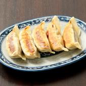 秘伝のオリジナルのタレの味付き餃子が人気!