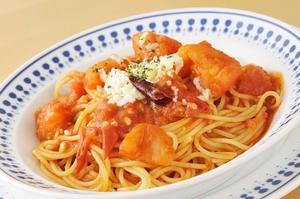 みずみずしい『フレッシュトマトとトマトソースのスパゲティ』