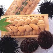おすすめは、6月に解禁になる日本海小樽産の雲丹。とれたての雲丹そのままの味を是非御堪能下さい。その他、年に2回漁がある「蝦蛄」、プリプリで甘い「牡丹海老」など、現地で食べると一段と味は違います。