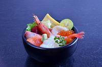 しかまちらし ~北海道・小樽近海中心であがった新鮮な旬のネタを贅沢に盛りました~
