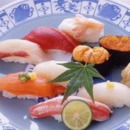 小樽特選ネタ六貫と、小鉢(岩のりクラゲ)と小樽ワインのセット