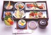 *全てのお寿司にサービスでお付きします。  *鮭の粗が出ない場合、他の味噌汁での対応になります。