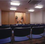 4Fには、まわりを気にせず静かな空間をご用意しています。法要や、会社などの会議などにご利用下さい。