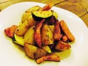 ほくほくのじゃがいもと旬のお野菜、旨味の強いベーコンをアンチョビで!