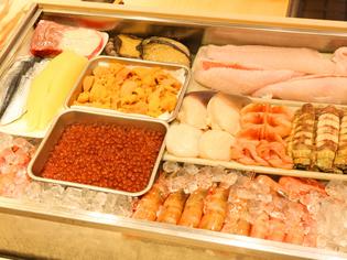 市場から直送、朝に水揚げされた鮮度を大切に選りすぐる魚介