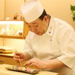 常連様、初めての方を問わずどなた様にも、心地よく過ごしていただける空間づくりがモットー。寿司や料理を心から楽しんでいただけることが、職人として一番大切にしている部分です。