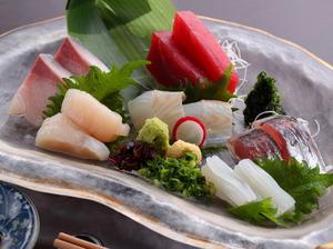 朝に獲れた新鮮な魚介類を!『おまかせお造り盛り合わせ』