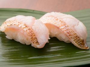 旬の産地から仕入れる高級魚『のどぐろ』をにぎりで
