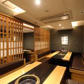 ゆったりとした半個室は最大20人まで収容可能