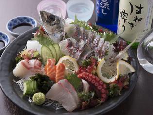 長崎近海でとれた、新鮮な魚介をご用意。豪華盛り合わせでお届け