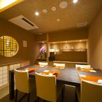 接待や社用にも最適な6名様までの個室もあります。おすすめの料理がひと通り食べられる『大将のおまかせ』コースもありますが、予算や好みによって料理の内容やお酒のセレクトなども気軽に相談ができます。