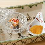 酒肴にもひと手間をかけています。近海もののハタハタの飯鮨と一番美味しいはしりの時期のカラスミです。