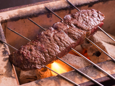 とろけるような肉をあますところなく炭火焼きで