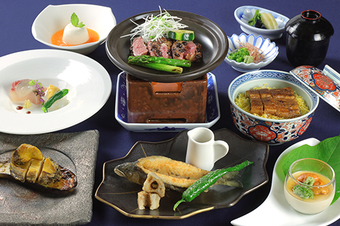 珍味を始め毛蟹やずわい蟹の刺身、いくらなど北海道の食材をふんだんに使った北海道満喫コースです。