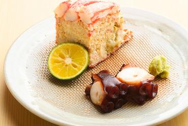 素材の旨味を堪能できる『毛蟹 タコ桜煮』