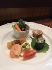 絶品! アワビをまるごと使った『アワビと野菜の炊き合せ』※季節によって料理内容が異なります。