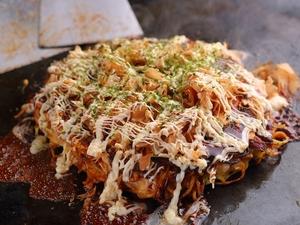 秘伝のレシピで作るソースが美味しい『モダン焼き』