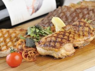 前菜からメインまで!バラエティに富んだ料理に使用できる鶏肉