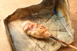 ゴロゴロとした超粗挽き肉が食べ応えのある『つくね』