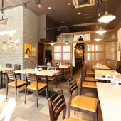 個室も完備されたスタイリッシュな空間は、接待や会食にも理想的