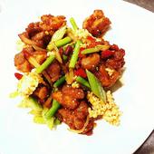 鶏肉と山椒の香りを味わえる『若鶏のヒーヒー炒め』