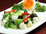素材の旨味が際立つ『ホタテとブロッコリー塩味炒め』