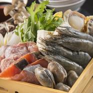 山と海の幸がたっぷりと食べられる『山海寄せ鍋(一人前)』