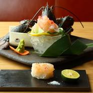 カナダ産の活ロブスターを使用しているため、寿司や刺身としていただけます。ぷりぷりの身の中にギュッとつまった旨味。甘みのある醤油やさっぱりとした塩との相性も抜群です。