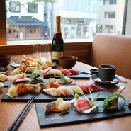 小鉢・揚げ・焼き・刺身・寿司・椀物・デザートまで揃っています。2時間飲み放題付きも6900円にてご用意。