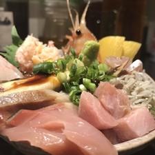 カニ・イクラ・うに・ネギトロを贅沢に『こぼれ寿司』