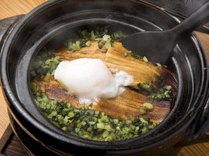 季節によって変わる炊きたて土鍋料理『穴子と広島菜の土鍋ご飯』