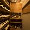 ワイン棚には常時豊富な銘柄を品揃え