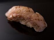 その日の最上級の高級魚を握りに 『赤ムツ』 ※『おまかせコース』の一例です