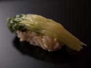 シメの近くで味わうと、ホッと落ち着く『カイワレ』 ※『おまかせコース』の一例です