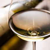 ワインバーとして気軽に立ち寄れ、ワインと京料理に舌鼓を
