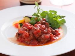 メインがお肉お魚料理のコースです。何かご要望があれば何なりとお申し付けください。