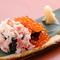 海の幸を堪能できる『かにといくらのこぼれ寿司』