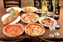 ピッツァに合うワインなど、各種ドリンクも豊富
