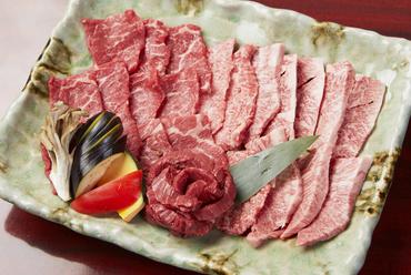人気のお肉の部位3種を盛合せた『マヨン盛り合わせ』