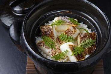 四季折々の素材を用い、土鍋でふっくら炊き上げた『季節のご飯』