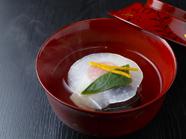 奥深く上品な出汁の味わいが体に染みわたる『季節のお椀』